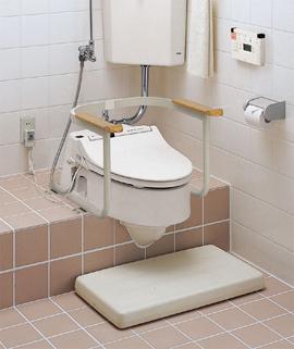 介護リフォーム:トイレへの手摺りの取り付け